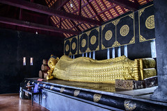 Sshhhhhh! Buddha is Half Asleep at Wat Chedi Luang (Anoop Negi) Tags: wat chedi luang reclining buddha monument temple thailand chiangmai photo photography anoop negi ezee123 religion buddhism