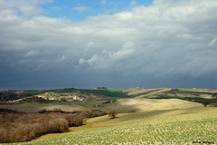 La Val d'Orcia e le nuvole (Darea62) Tags: valdorcia landscape tuscany nature clouds trees cypress country road hills pienza panorama field cultivation agriculture skyscape skyporn