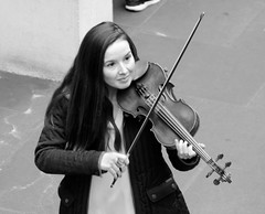 Violinist in Covent garden (adam_moralee) Tags: violin violinist convent garden pretty music wow wood instrument woman hair talent smile beautiful adammoralee adam moralee nikon d7000 nikond7000 tamron 18200mm lens london street photography candid blackwhite black white bw whiteblack portrait