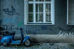 Vespa auf dem Gehsteig (Timor Kodal) Tags: berlin bike juni kreuzberg vespa grafitti sommer wand hipster streetphotography grau boardwalk blau moped kiez neuklln grafitto putz trkis klinker motoroller gehsteig witterung verfrbung kreuzklln strasenfotografie
