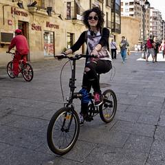 Judit: SalaBiKER (Walimai.photo) Tags: street portrait bike bicycle lumix calle puerta retrato candid panasonic ciclista bici biker salamanca zamora robado lx5 salabike salabiker