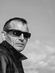 Man with leather jacket (Paco CT) Tags: portrait people man leather spain gente retrato jacket sunglases gafas esp hombre chupa ourense cuero chaqueta 2013 pacoct