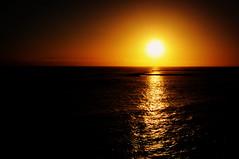 (Lucillo.vm1) Tags: españa white canon contraluz atardecer luces noche nikon flickr tramonto practica playa amanecer verano tenerife canary riflessi exposicion reflejos atlantico picturs d90 mantello todofoto lucillofoto