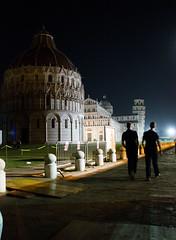Piazza dei miracoli (Shatzy_88) Tags: italy italia torre pisa tuscany toscana leaningtower sera piazzadeimiracoli nikond3200