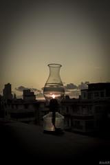 Quinqu Solar (elchequimbiri) Tags: luz atardecer ciudad puesta oscura quinqu