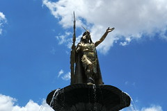 Cuzco Monumento al Inca Pachacutec Plaza de Armas Peru 12 (Rafael Gomez - http://micamara.es) Tags: world plaza heritage peru inca cuzco del de la al monumento cusco armas per unesco guerrero humanidad patrimonio qosqo pachacutec ph559 qusqu pachacuti pachactec