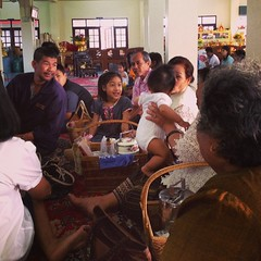MakhaBucha Day is a Valentine Day • พาพอดีเข้าวัด ทำบุญ เจอญาติพี่น้อง เขาควรซึมซับวัฒนธรรม และประเพณีไทยซะก่อน ส่วนวันวาเลนไทน์ ป๊าจะบอกหนูตอนโตนะ ว่าต้องแปะสติ๊กเกอร์รูปหัวใจกับใครบ้าง