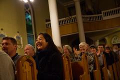 Audience members applaud Mec Lir. (photo: Steve Wadden)