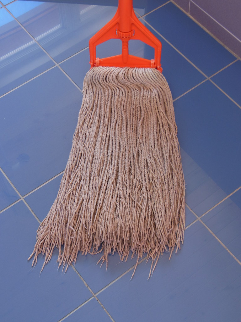 how to clean a dirty mop