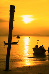SIM-727385-BSP (SalvadoriArte) Tags: sunset sea people seascape beach yellow vertical thailand boat asia southeastasia indianocean backlit ochre krabi warmlight sime romiti coastcoastline landscapescenics outdoorexterior reflectreflection fishingboatfishingboat thailandsouthern
