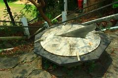 Relgio solar (Rodrigo Jordy) Tags: clock riodejaneiro canon centrohistorico morros relogio solarclock 500d relogiosolar morrodaconceiao sigma18250 t1i
