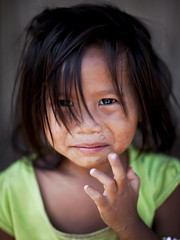 Khmu girl - Laos (Steven Goethals) Tags: travel portrait people girl eos asia child hill culture peoples explore human asie tribe laos ethnic minority lao hmong nam visage indochine indochina ethnology ethnique goethals stevengoethals