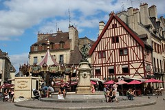 Place Franois Rude Dijon (Norberte Vazquez) Tags: sculpture place dijon toit bourgogne fontaine mange antenne tuile carrousel colombage chemine pav ctedor chienassis franoisrude bareuzai