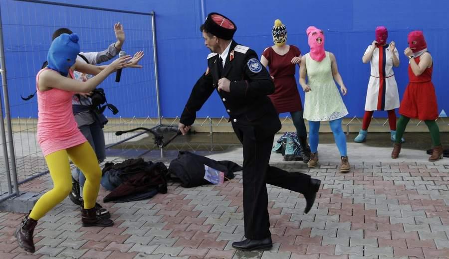Казаки нападают на безоружных в Сочи