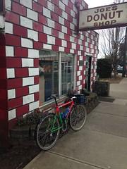 The mountainhack at Joe's Donuts (Tysasi) Tags: brevet populaire permanent nicolasflamelpopulaire randonneuring trek 820 randonneuse randonneur bike 650b joesdonuts mountaintrack mountainhack