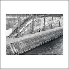 Nous descendrons sur le quai de Bourbon,... (jcois.) Tags: jean7658 pentax paris seine notre dame noirblanc nb monochrome monotone blackwhite bw urban urbain street photography pont bridge quai dock
