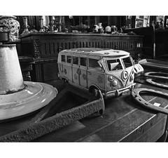 PERSA BIO-BIO 251 (ORANGUTANO / Aldo Fontana) Tags: chile santiagodechile regiónmetropolitana persabiobio rastro canong10 ciudad city blancoynegro orangutano aldofontana flickr mercadodelaspulgas calle street
