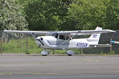 N355GW 5A9A1969 (helosrgreat) Tags: airport aircraft hampshire skyhawk cessna blackbushe