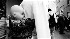 Pratellosolaandata (marco ottaviani) Tags: people bw strada grigio gente sony ombre persone bologna luci ritratti biancoenero boh 25aprile pratello rubati bambolotto sonynex5r