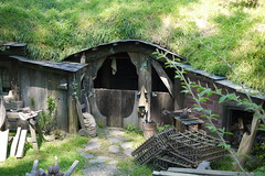 Hobbit tWorkshop ? (Yortw) Tags: newzealand lumix october panasonic lordoftherings shire hobbit hobbiton hobbithole panasoniclumix theshire 2013 microfourthirds microfourthirdsmicro43 dmcg10 microfourthirds43