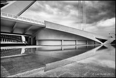 Pont de l'Assut de l'Or, Valencia (Lee Rudd Photography) Tags: espaa valencia spain santiagocalatrava ciudaddelasartesylasciencias cityofartsandsciences ciutatdelesartsilescincies pontdelassutdelor puentedelassutdelor assutdelorbridge