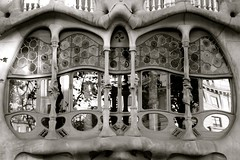Dragon Jaw (lsmadison) Tags: barcelona architecture spain sony catalonia artnouveau gaudi catalunya modernisme modernista rx100 moderisme dscrx100 casapiabatillo