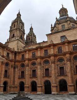 Cúpula y Torres de la Clerecía vistas desde el Patio de los Estudios, Salamanca.