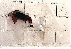 Kwark  ( 1999 ), plexy, nylon, bois, peinture, boulon. (emmanuelviard75) Tags: brique nylon bois cuivre plexy boulons
