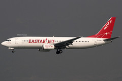 Eastar Jet (ZE/ESR) / 737-883 / HL8289 / 12-07-2013 / HKG (Mohit Purswani) Tags: canon photography hongkong haze aircraft korea landing 7d planes boeing southkorea esr hkg 100400mm skydeck ze 737 canon100400 clk planespotting 737800 cheklapkok boeing737800 boeing737 republicofkorea hkia commercialaviation 100400l hongkongsar 738 civilaviation b738 hongkonginternationalairport canonphotography cheklapkokinternationalairport cheklapkokairport jetphotosnet jetphotos vhhh 25r boeingcorporation 100400llens canon7d narrowbody eastarjet 7dphotography canon7dphotography narrowbodyaircraft ahkgap hl8289