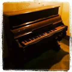 Pianoforte abbandonato nel retro del Teatro Trianon a Napoli...  #instagood #instalife #life #music #Napoli #TagStaGram #instadaily #igers #vita #pianoforte #musica #MostraRock4 #EbonyAndIvory #TeatroTrianonNapoli (Diego Imperatore) Tags: square squareformat lordkelvin iphoneography instagramapp uploaded:by=instagram foursquare:venue=4ee3b455d3e34ebcef2656fd