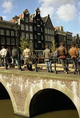 1989 Spring -  Amsterdam Street Scene. 003 (RTW501) Tags: street bridge amsterdam bodylanguage streetscenes