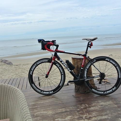 First stop. #puktian #beach  this is before #Chaam  , coming from #bangkok   it's a very #quiet #seaside  #sea  #hansar #villa #huahin  #pranburi #samroiyod #hua hin #thailand #thai #militarycoup #river #gulfofthailand #mtb #roadbike #hybrid #fixie #singl
