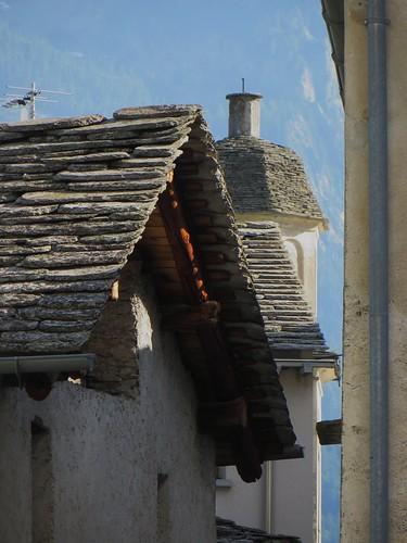 Les maisons de Soglio, commune de Bregaglia, Val Bregaglia, district de Maloja, canton des Grisons, Suisse.