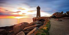 Phare de Ploumanac'h (Mean Ruz) - Finistère/ France (FH | Photography) Tags: phare lephare leuchtturm lighthouse brittany bretagne frankreich france finistere sunset küste coastline granitküste granitcoast de mean ruz ploumanac'h kanalküste sehenswürdigkeit abendlicht granit stein sonnenuntergang