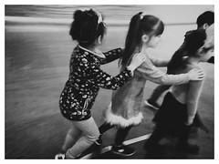 PARADE - Kids love Art! Mauritshuis - Den Haag/NL (Ageeth van Geest) Tags: explore mauritshuis blackandwhite parade lessonsinart museum monochrome girls kids
