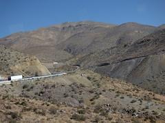 Subiendo entre montañas chilenas (Luna y Valencia) Tags: región coquimbo chile cile ruta5 laserena