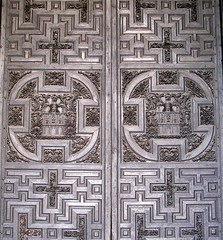 Carved wood doors (detail), the Mezquita, Córdoba, Andalucía, Spain (Spencer Means) Tags: door wood wooden carved carving mezquita córdoba cordova andalucía andalusia spain españa espagne spagna dwwg