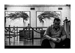 Untitled (Vicent Granell) Tags: granellretratscanon bn teatre holl mirada visió composició personal pintura art mòbil gent