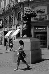 Al escondite ingls y sin mover los pies 05 (Cazador de imgenes) Tags: madrid street summer espaa sol spain nikon streetphotography verano streetphoto 13 espagne spanien spagna spanje spania  spange 2013 d7000
