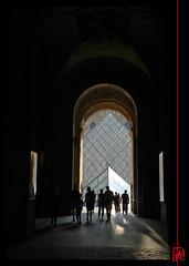 Le Louvre, ombre et lumire (mamnic47 - Over 5 millions views.Thks!) Tags: paris silhouettes lelouvre contrejour pyramidedulouvre lesgens passagerichelieu ombreetlumiere img6006