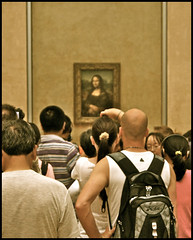viewing mona lisa .... the louvre (ana_lee_smith) Tags: camera travel paris france tourism museum lens photography gallery image louvre monalisa exhibit tourists muse beercan photograph visitors tablet viewing iphone thelouvre leonardodavinci ipad capturing photosof analeesmith minoltaaf70210mm sonyslta33