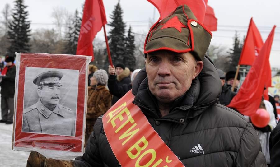 Участник митинга КПРФ в Красноярске, 7 ноября 2013 года