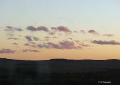 Nubes fragmentadas. Broken clouds. (Esetoscano) Tags: sunset clouds train tren atardecer nubes