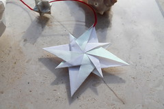 Stella Bussola var. (Andrey Hechuev |  ) Tags: stella white blanco star origami mandala pearl perla weiss bianco blanc estrella paperfolding papiroflexia etoile variation perle lostfound sterne papercrafts modularorigami origamistar windrose bussola    rosadeiventi     origamimodulare  nataliaromanenko   andreyhechuev stellaorigami   lostfoundstar stellabussola