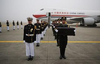 【组图】中韩双方交接中国人民志愿军遗骸