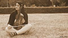 (turcoambra) Tags: music woman donna persone violin musica prato violino emozioni