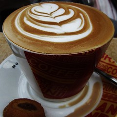 Pretty Cappuccino (Cathlon *TryingtoCatchupCommentsagain*) Tags: cup coffee cappuccino thursday beverages decorated monthlytheme theflickrlounge