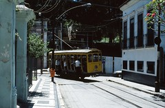 Santa Teresa 11 Rua Monte Alegre (Guy Arab UF) Tags: santa brazil rio bench de janeiro cross tram electricos 11 teresa rua monte alegre trams bonde 4wheel
