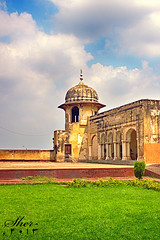 Lahore Fort continues... (C@MARADERIE) Tags: green history tourism grass vertical architecture nopeople historic punjab lahore lahorefort mughal antediluvian mughalarchitecture mygearandme gettyimagesmiddleeast