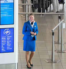 Things you can do on Schiphol Airport - Work with a smile (Ferdi's - World) Tags: blue smile amsterdam blauw klm stewardess schiphol ferdi lach schipholairport stewardes skyteam inchecken ferdisworld nikkorafs80400mm14556ed nikond71000 workwithasmile schipholstewardess klmstewardess skyteamstewardess incheckenklm